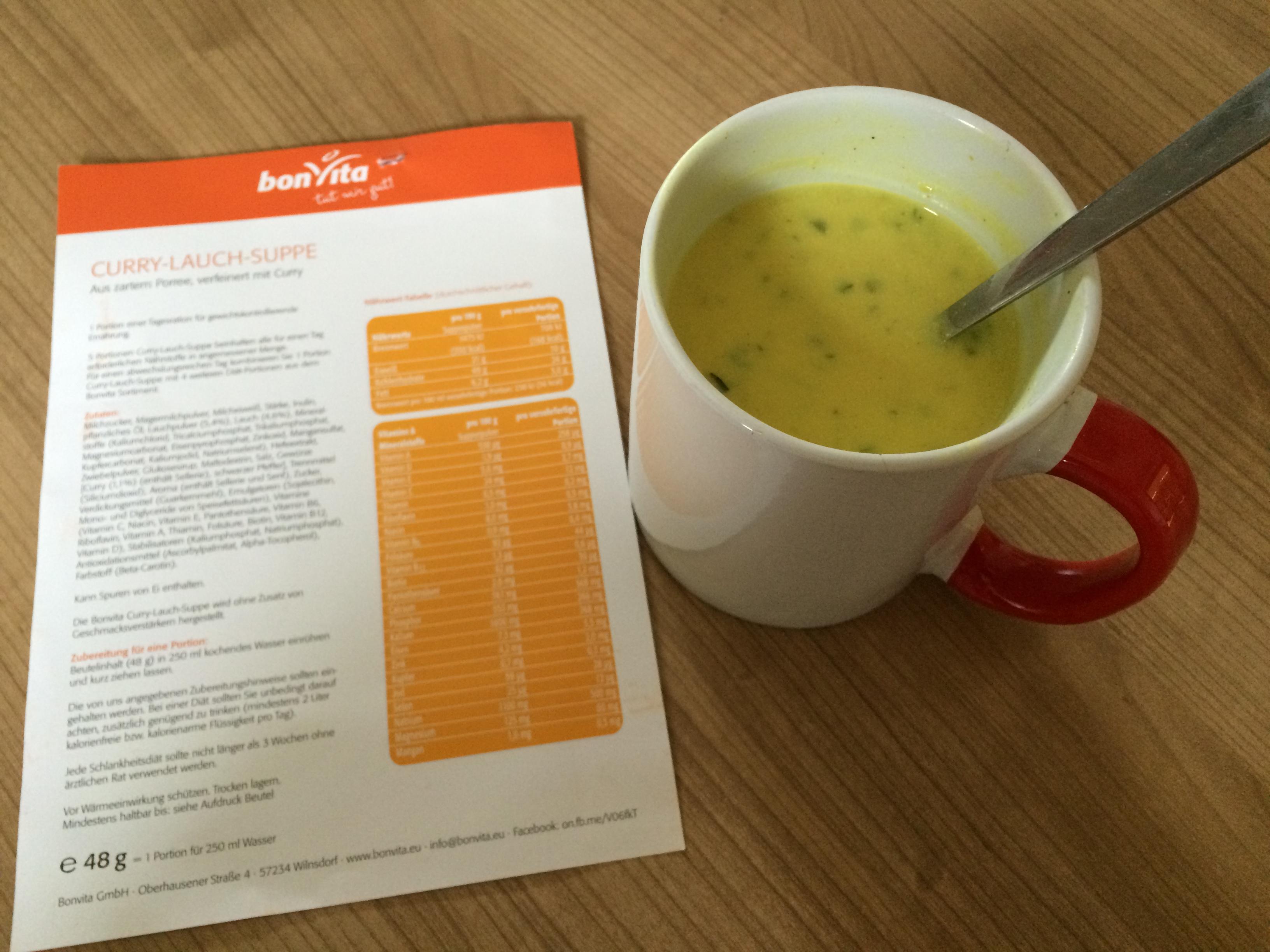 BonVita Curry-Lauch-Suppe angerichtet Probenqueen