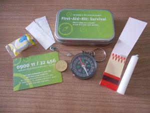 First-Aid-Kit-Survival-gesamt-Probenqueen