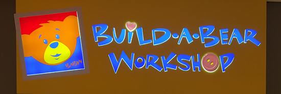 Build-a-Bear-Workshop Schriftzug Eingang Probenqueen