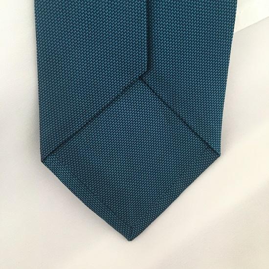 Young and Gentle Krawatte Rückseite Spitze unten Probenqueen